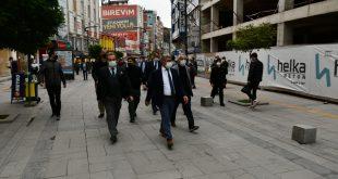 Karabük'te caddede sigara içilmesi yasakladı